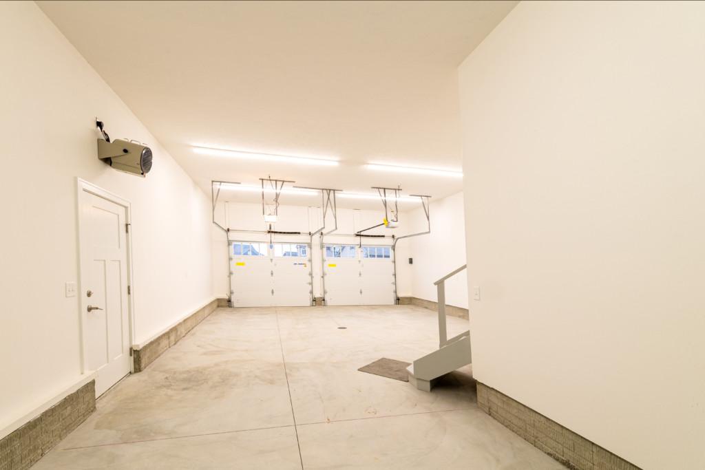 34 – Garage