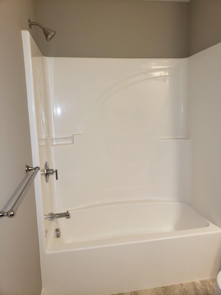 45 Full Bath – Tub